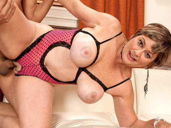 MILFs Tube :: we tube daily milf videos